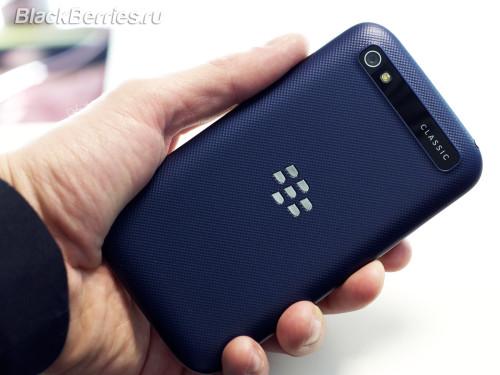 BlackBerry-Classic-White-Blue-Bronze-06