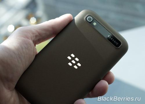 BlackBerry-Classic-White-Blue-Bronze-09