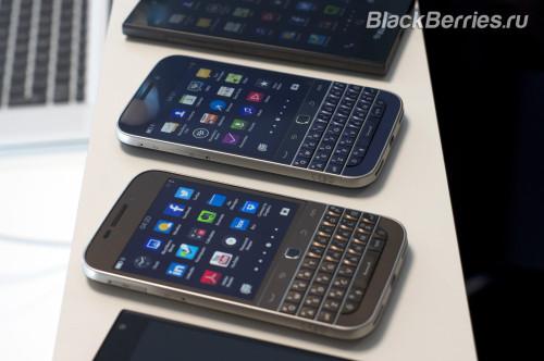 BlackBerry-Classic-White-Blue-Bronze-18